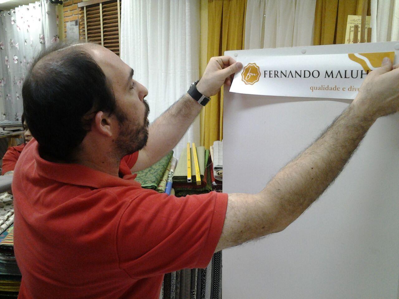 Leonardo - Mega em Megas colando Adesivo Maluhy